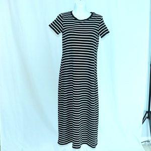 Uniqlo T-shirt B&WStriped Dress w Built In Bra